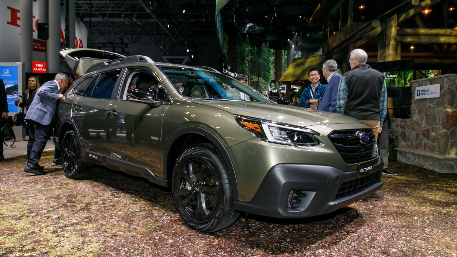 2_2020-subaru-outback-at-the-new-york-auto-show-2