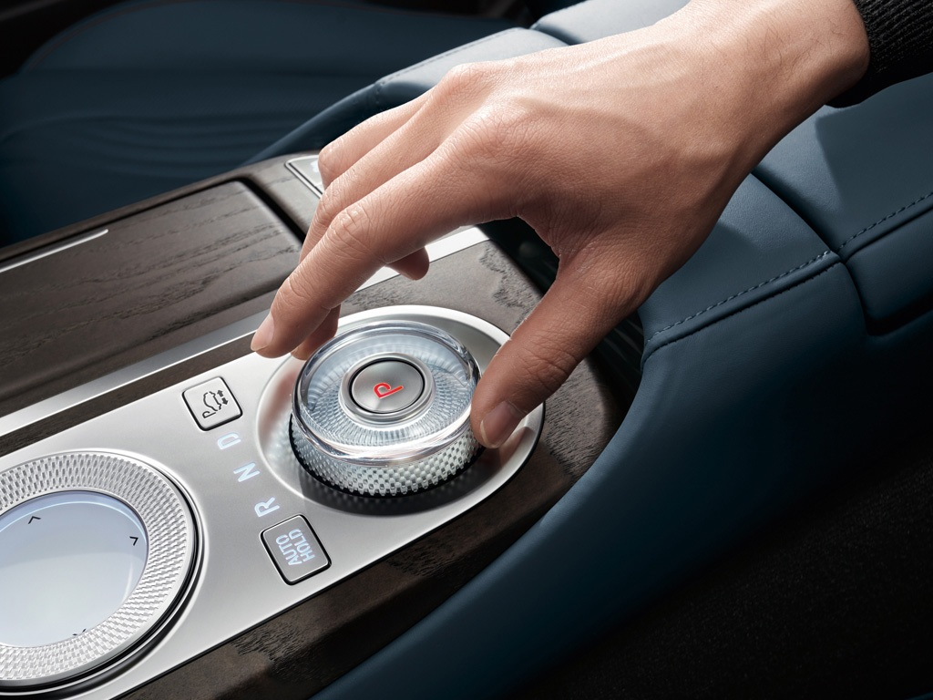 06_1024x768-interior-gallery05-c80-gallery-the-all-new-genesis-g80