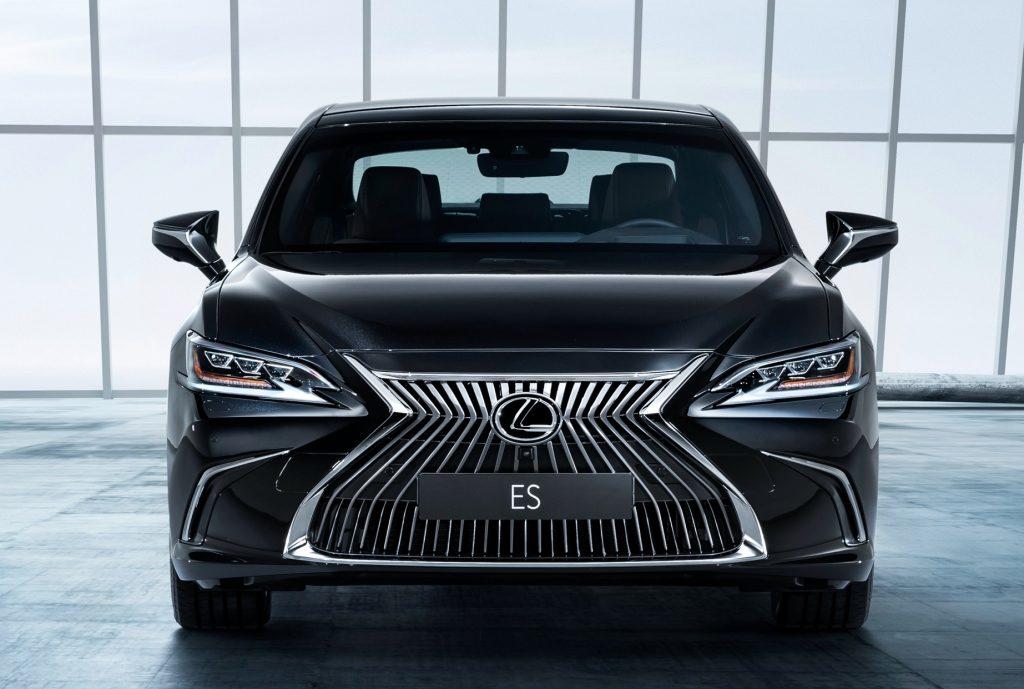Lexus ES Grille
